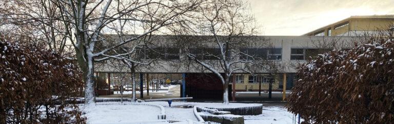 Slider-Schule-Hof