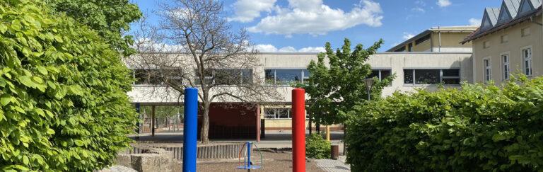 Slider-Schule-hinten-Frühjahr2