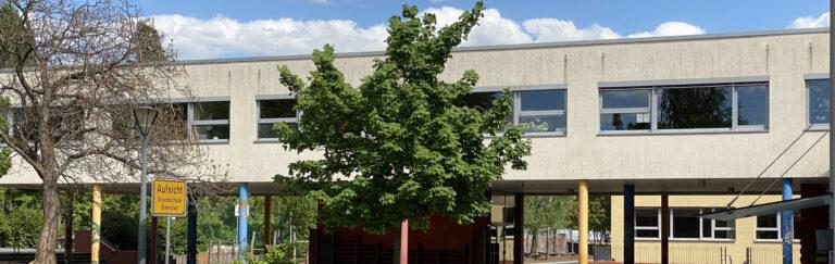 Slider-Schule-hinten-Frühjahr3