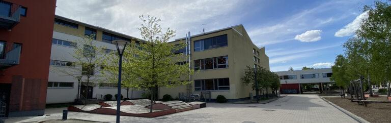 Slider-Schule-hinten-Frühjahr4