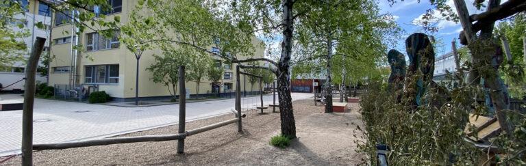 Slider-Schule-hinten-Frühjahr5